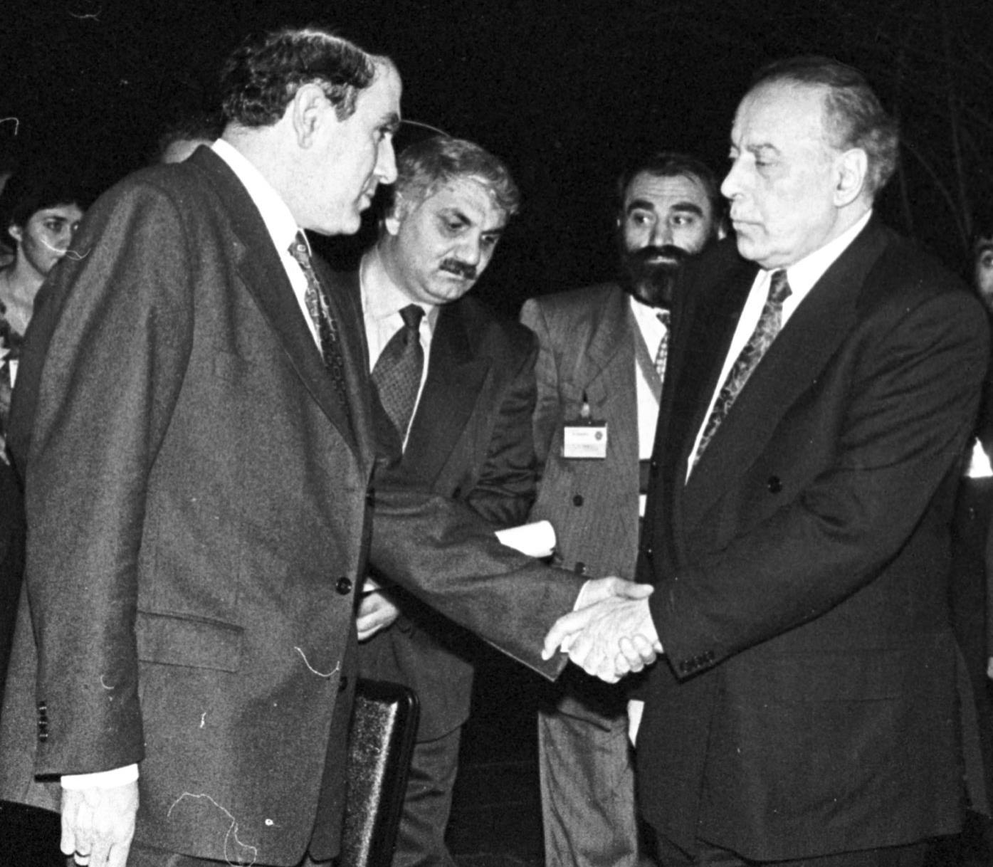 Левон Тер-Петросян и Гейдар Алиев. Этапы карабахского конфликта и попытки урегулирования