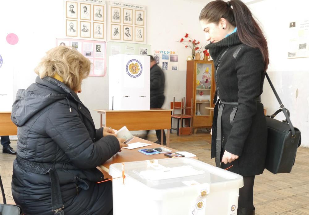Gürcüstanda seçkilərdə saxtalaşdırma halları baş verib - VİDEO