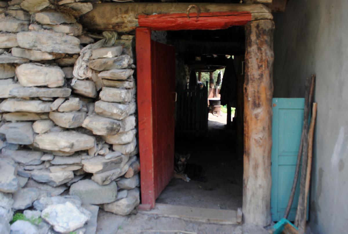 Осетинское горное село. Тут была школа