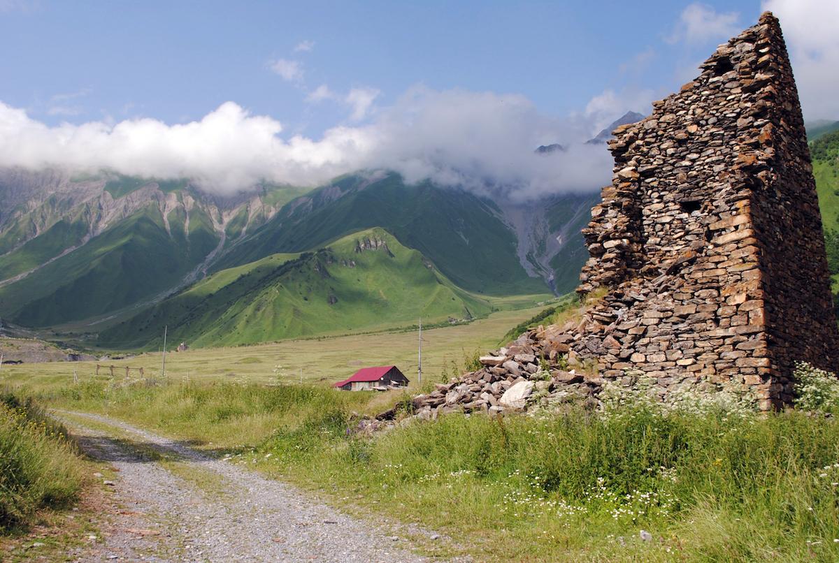 Осетинское горное село, древние башни