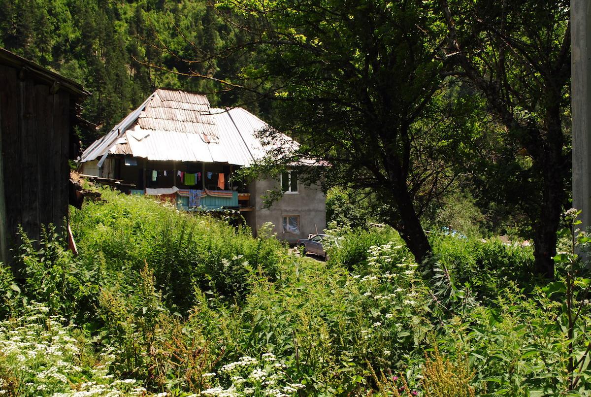 Осетинское горное село, новый дом