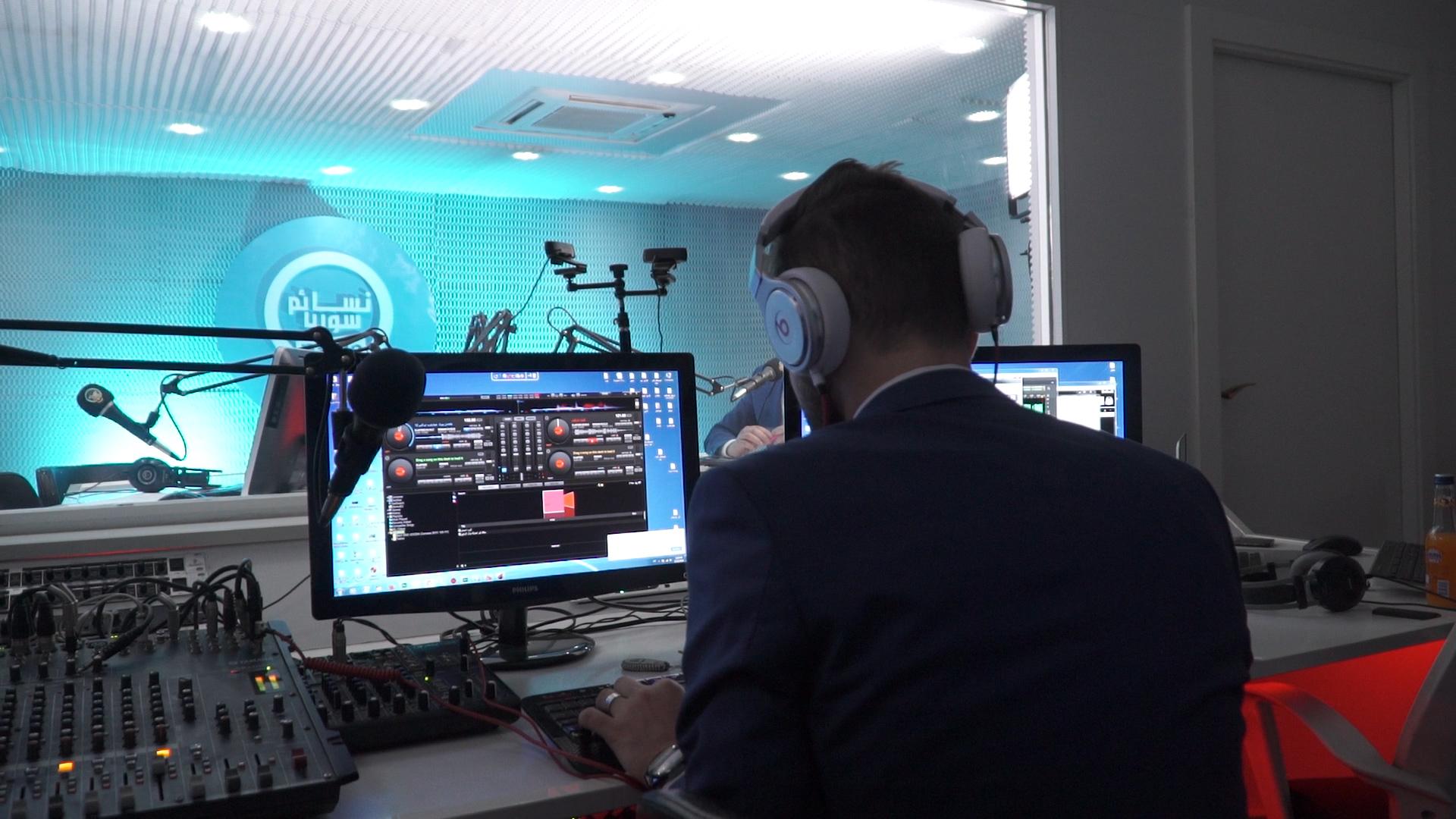 Radio Final.00_00_43_12.Still003