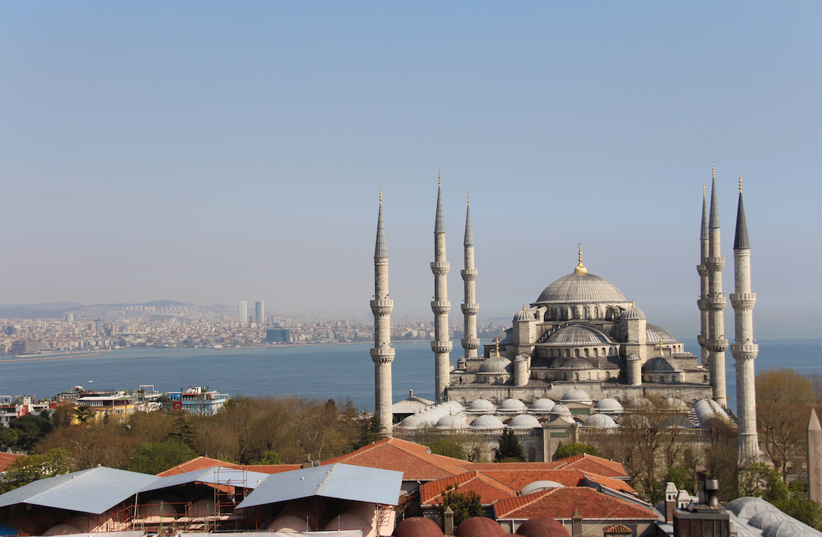A walk with a camera in Istanbul. Photo JAMnews/David Pipia