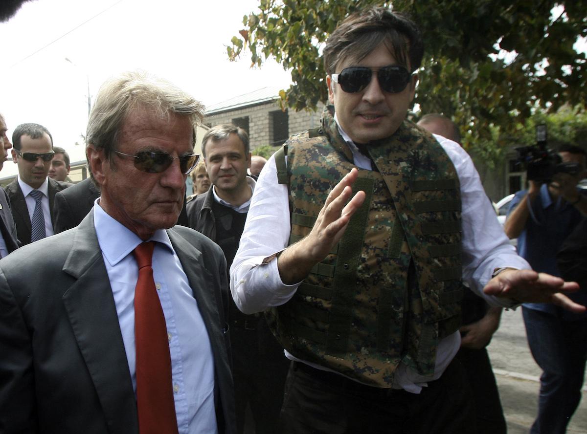 Saakashvili and French Foreign Minister Bernard Kouchner in Gori. August 2008. REUTERS