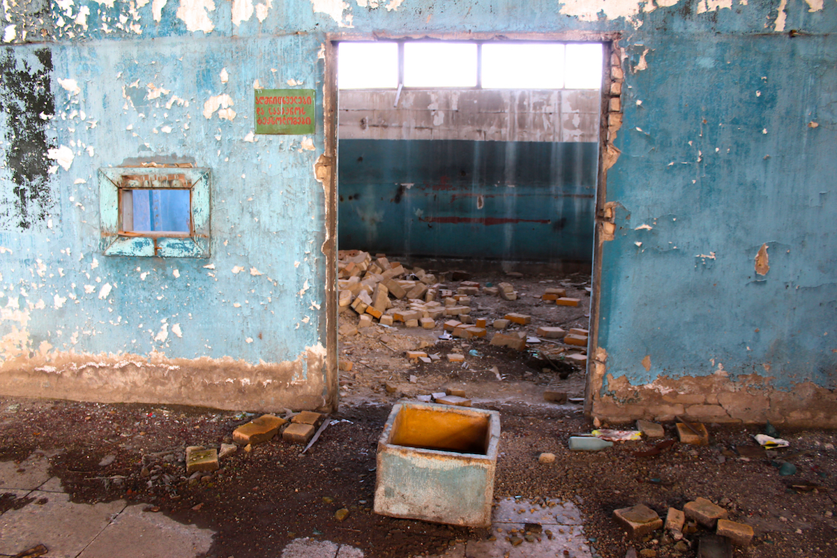 Диггеры, руферы и сталкеры в заброшенных зданиях в Грузии