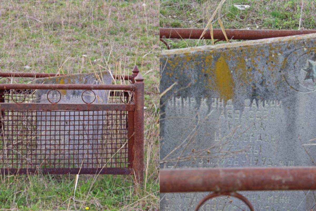 Qaçağan kəndi yaxınlığında xatirə daşı. 1996-cı ildə burada ər-arvad minaya düşüb. Foto: David Pipia, JAMnews . Azərbaycan-Gürcüstan sərhədindəki minalar