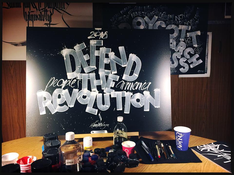 Песни и лозунги армянской революции. Фотографии со страницы Рубена Малаяна в соцсетях
