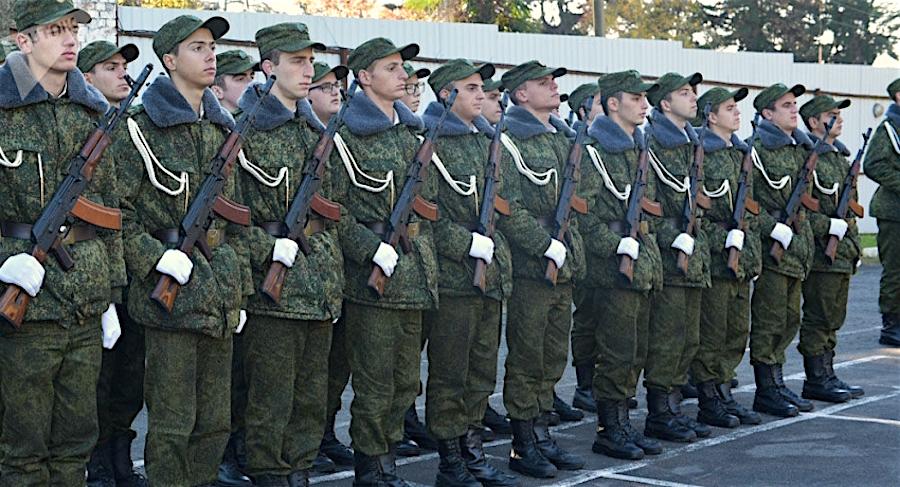 აფხაზი ახალწვეულები ფიცს დებენ. Abkhaz recruits take the oath.