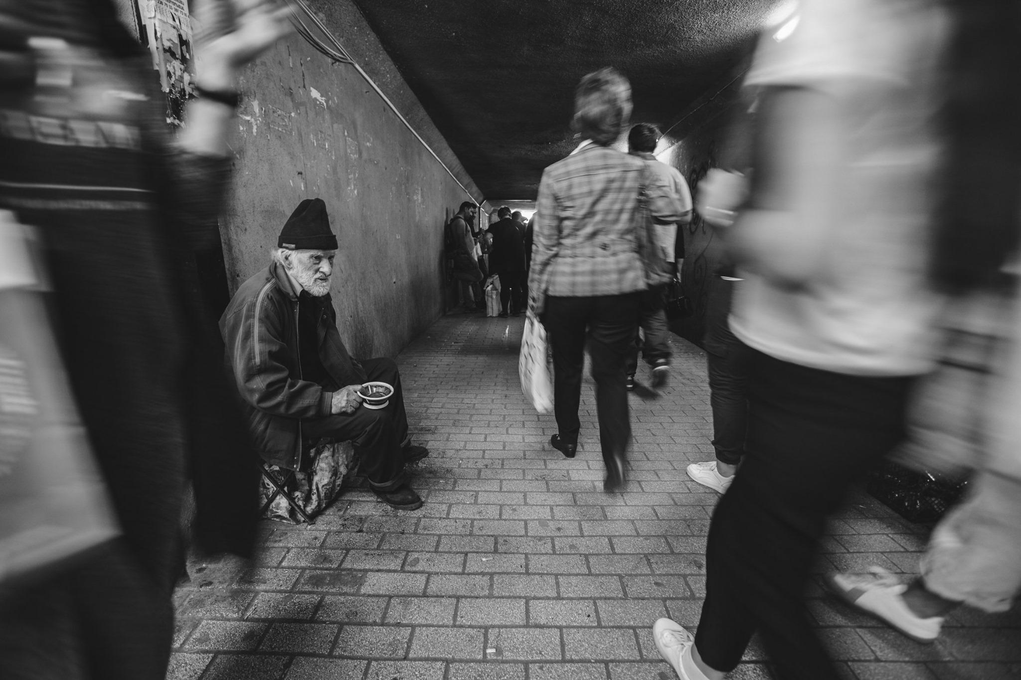 სიღარიბე, თბილისი, ხალხი, მიწისქვეშა გადასასვლელი, Poverty, Tbilisi, people, underground passage,