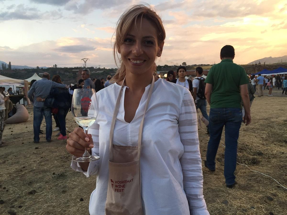 Заруи Мурадян,  единственная в Армении винодел-женщина, у которой есть свое собственное производство. Армянские вина и производители
