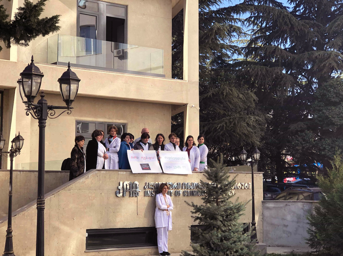 Tbilisi doctors rally in support of colleague detained in Tskhinvali. Freedom for doctor Vazha