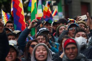 Протесты начались в октябре 2019 года после того, какбыли зафиксированы многочисленные фальсификации на выборах президента.