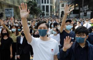Миллионные протесты начали в августе 2019 года, главное требование — гарантии сохранения автономии Гонконга