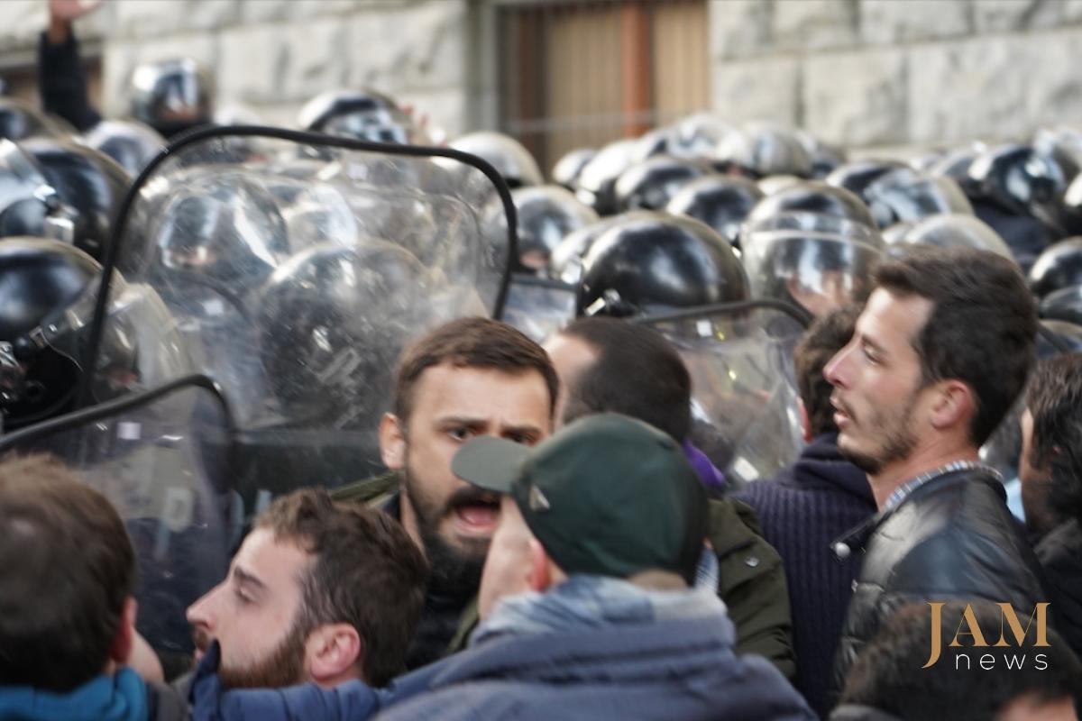 Грузия: В Тбилиси разогнали многотысячный протест