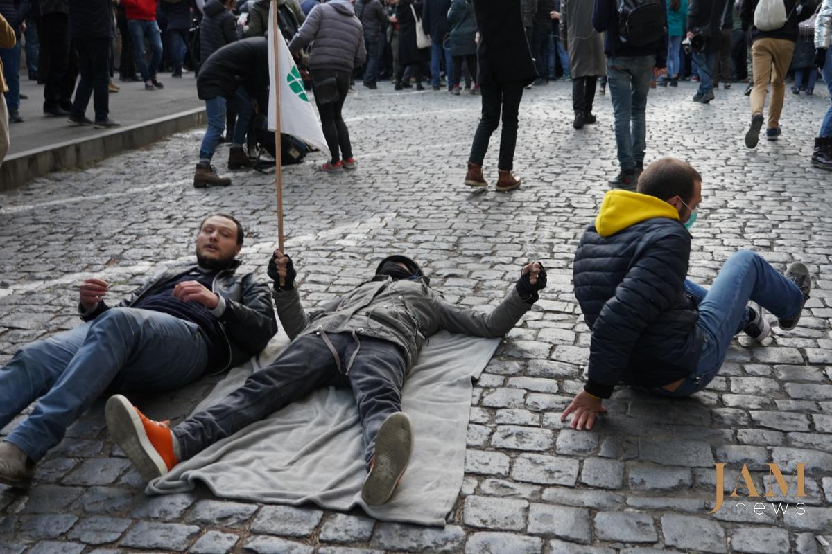 Грузия: многотысячный протест В Тбилиси