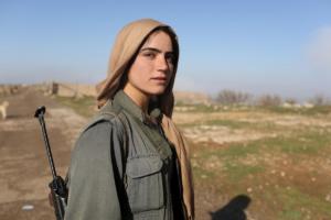 Курдские боевые группы празднуют победу - они вернули контроль над стратегическим иракским городом Синджар.