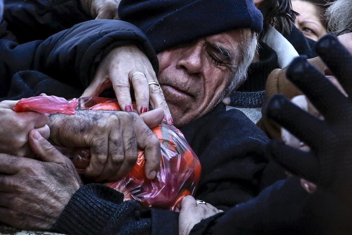 Сотни тысяч человек вышли на улицы Афин в январе 2016 года протестовать против пенсионной реформы