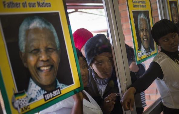 5 декабря 2013 года в Южной Африке похоронили 95-летнего борца с апартеидом Нельсона Манделу