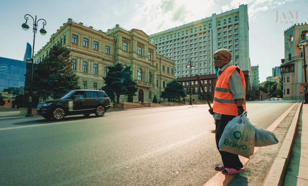 Baku_downtown_poor_woman