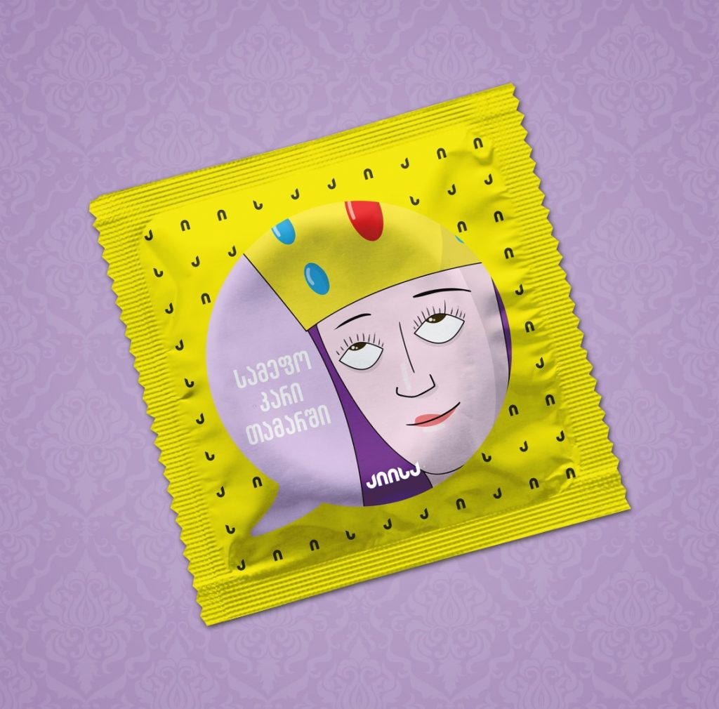 """""""Aiisa"""" (""""Həminki"""") şirkətinin prezervativlərinin qablaşdırmasında kraliça Tamarın əksi. Yazıda """"Taxt oyunu"""" serialına istinadla """"Tamarla taxt oyunları"""" mənasını verən söz oyunundan istifadə olunub"""