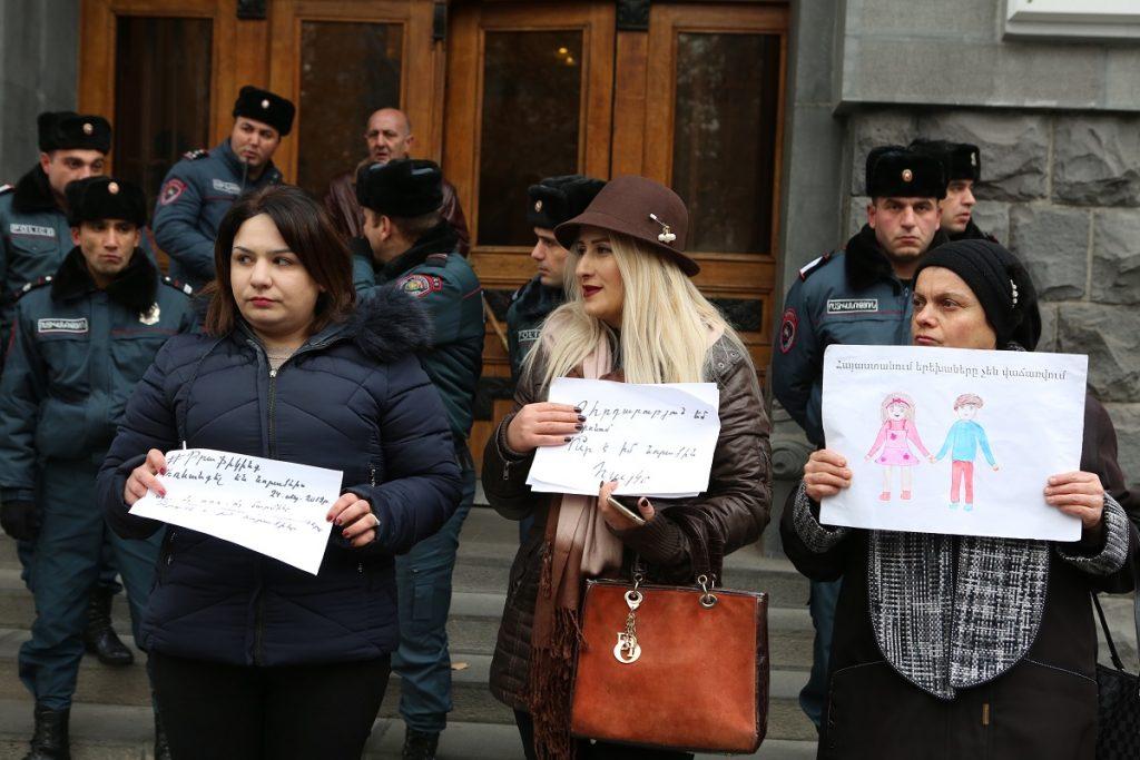 незаконное усыновление, торговля детьми, торговля органами, иностранные усыновители, Армения,