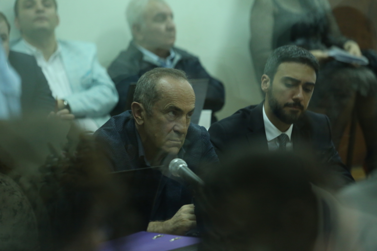 Роберт Кочарян, суд, адвокат, экс-президент, злое лицо