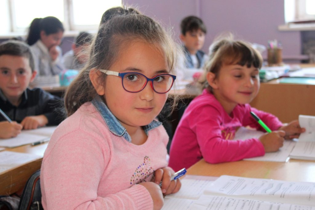 համընդհանուր ներառական կրթություն, Գյումրի, հաշմանդամություն ունեցող երեխա, ծնողներ, հանրակրթական դպրոց, ներառականություն, հատուկ դպրոց, երգոթերապևտ, ֆիզիոթերապևտ, սոցիալական աշխատող, միջազգային փորձ, Հայաստան, Армения,