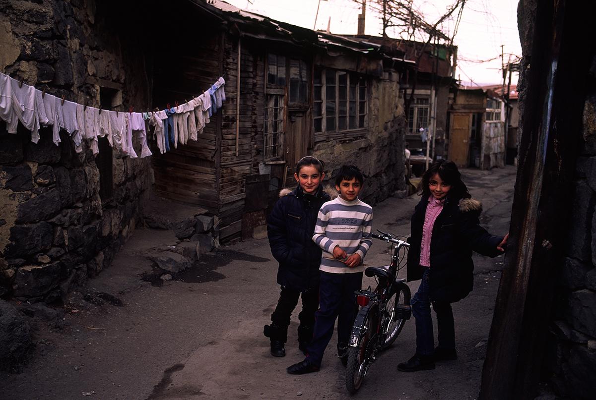 ժողովրդագրական ճգնաժամ, դեպոպուլյացիա, ծնելիություն, սահմանամերձ գյուղեր, Ադրբեջան, նպաստ