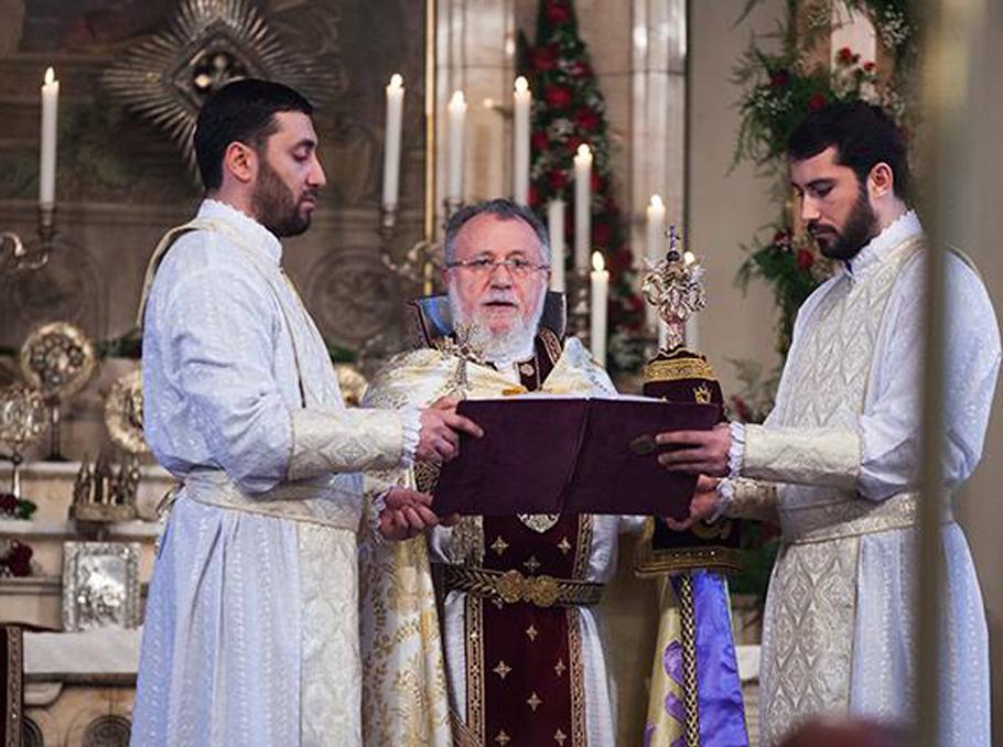 Հայաստան, Զատիկ, Էջմիածին, եկեղեցի, հավատացյալ, ինքնամեկուսացում, մեկուսացում, մարդկային պատմություն, հոգևոր մայրաքաղաք, պատարագ, Հայ առաքելական եկեղեցի, Մայր տաճար,