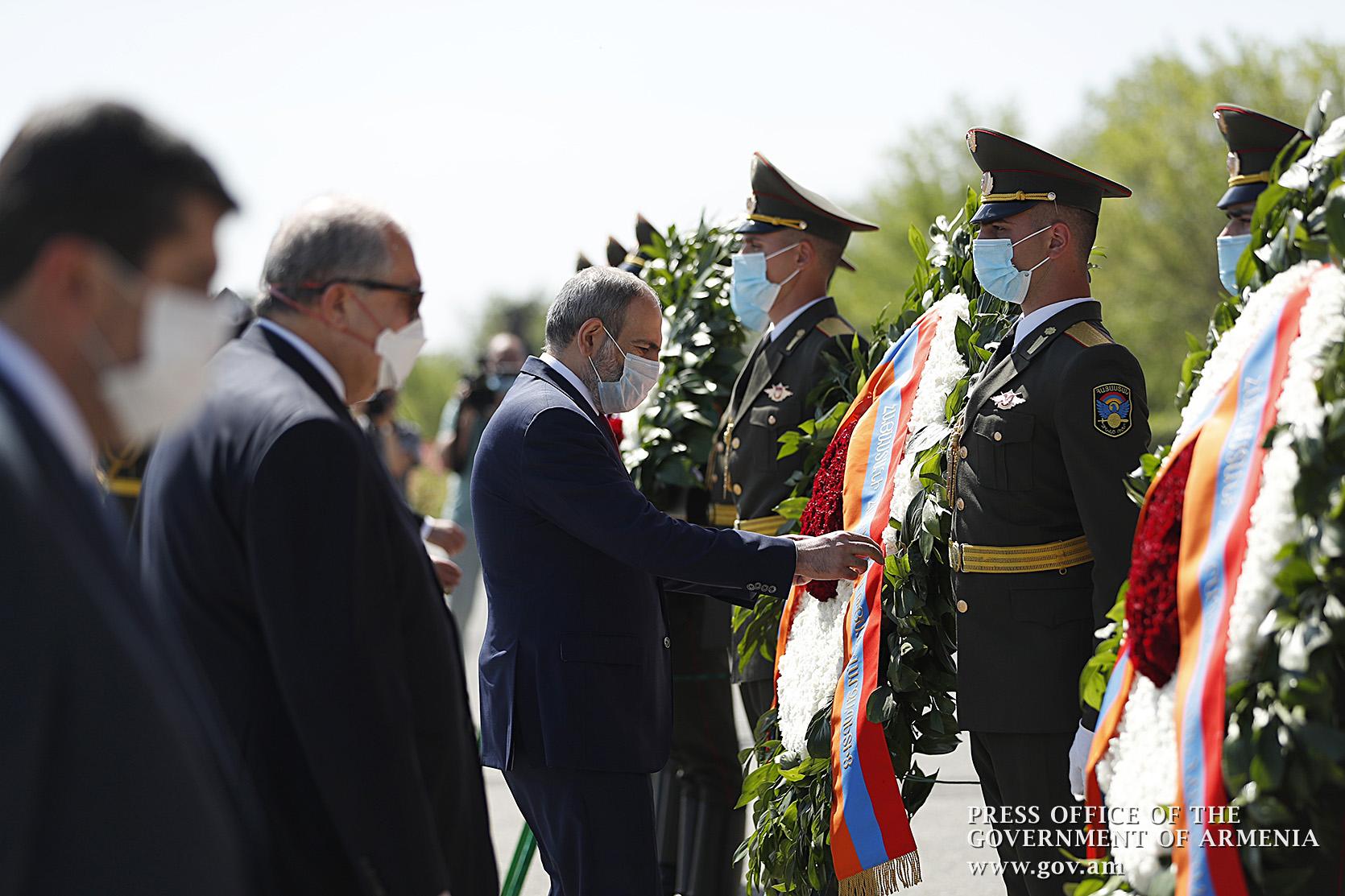 Первая официальная встреча премьера Армении и нового президента Карабаха в Ереване в праздничный день