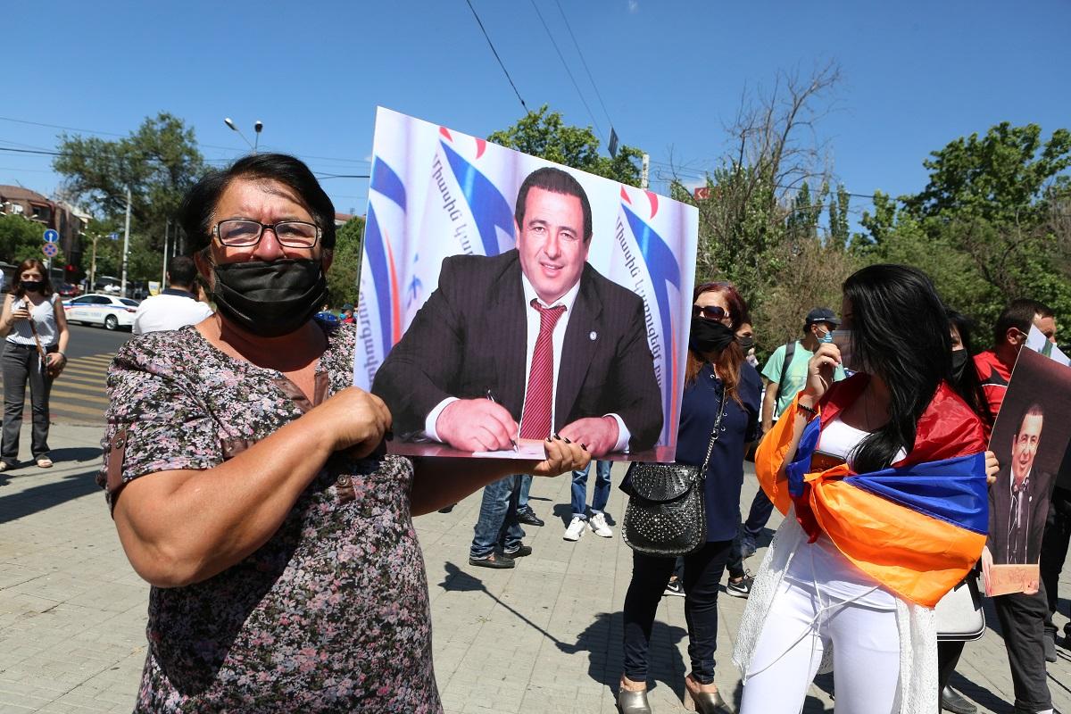 Армения, парламент, ходатайство генерального прокурора, Гагик Царукян, олигарх, требование отставки правительства, политическое преследование, Наира Зограбян, партия «Процветающая Армения», Никол Пашинян, партия «Просвещенная Армения»,