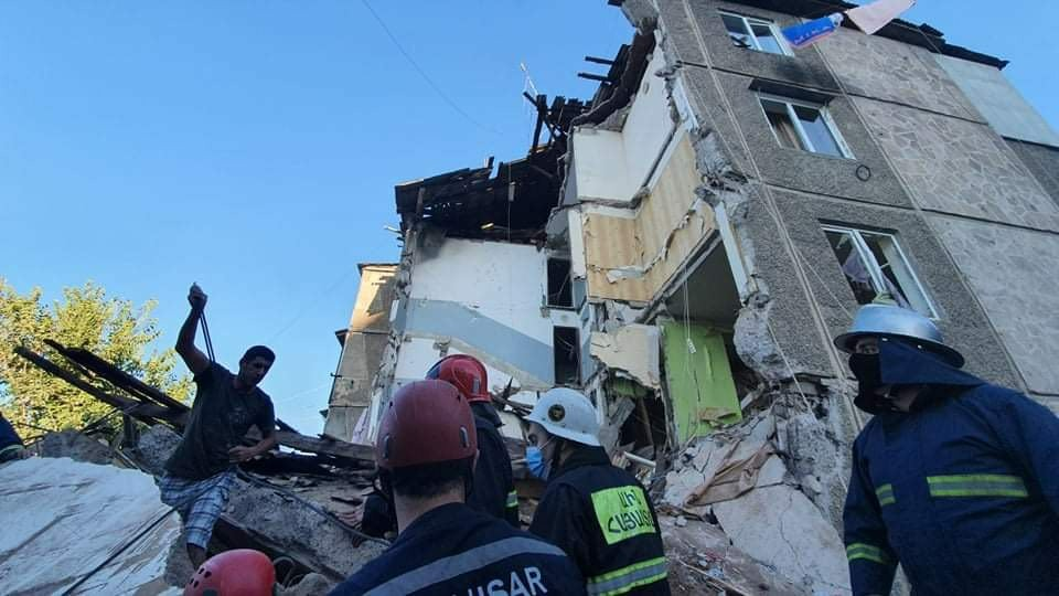 Explosion, Building collapsed in Yerevan, Rescuers, Man under the rubble, Gas leak,