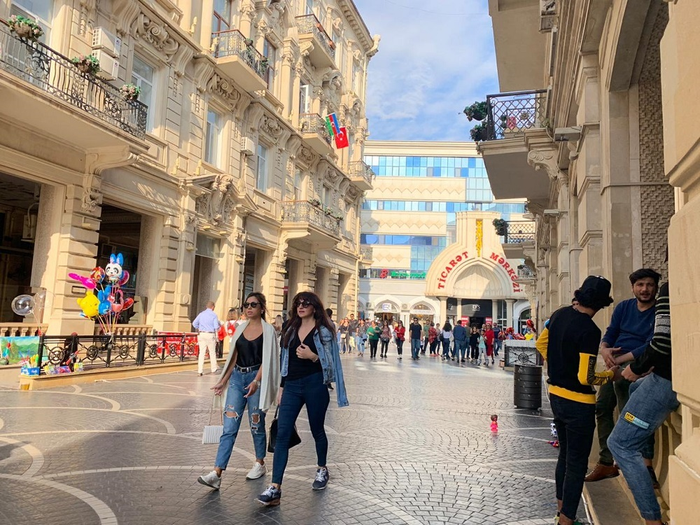 Almost a week has passed since the start of large-scale hostilities in Nagorno-Karabakh.  But not much has changed in Baku, the city lives an ordinary life