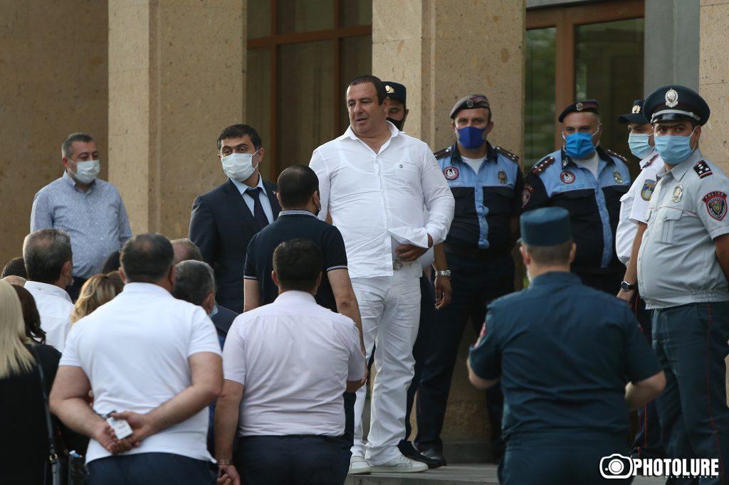 Գագիկ Ծառուկյան, մանդատից զրկել, Սահմանադրական դատարան, Ազգային ժողով, «Բարգավաճ Հայաստան» խմբակցություն,