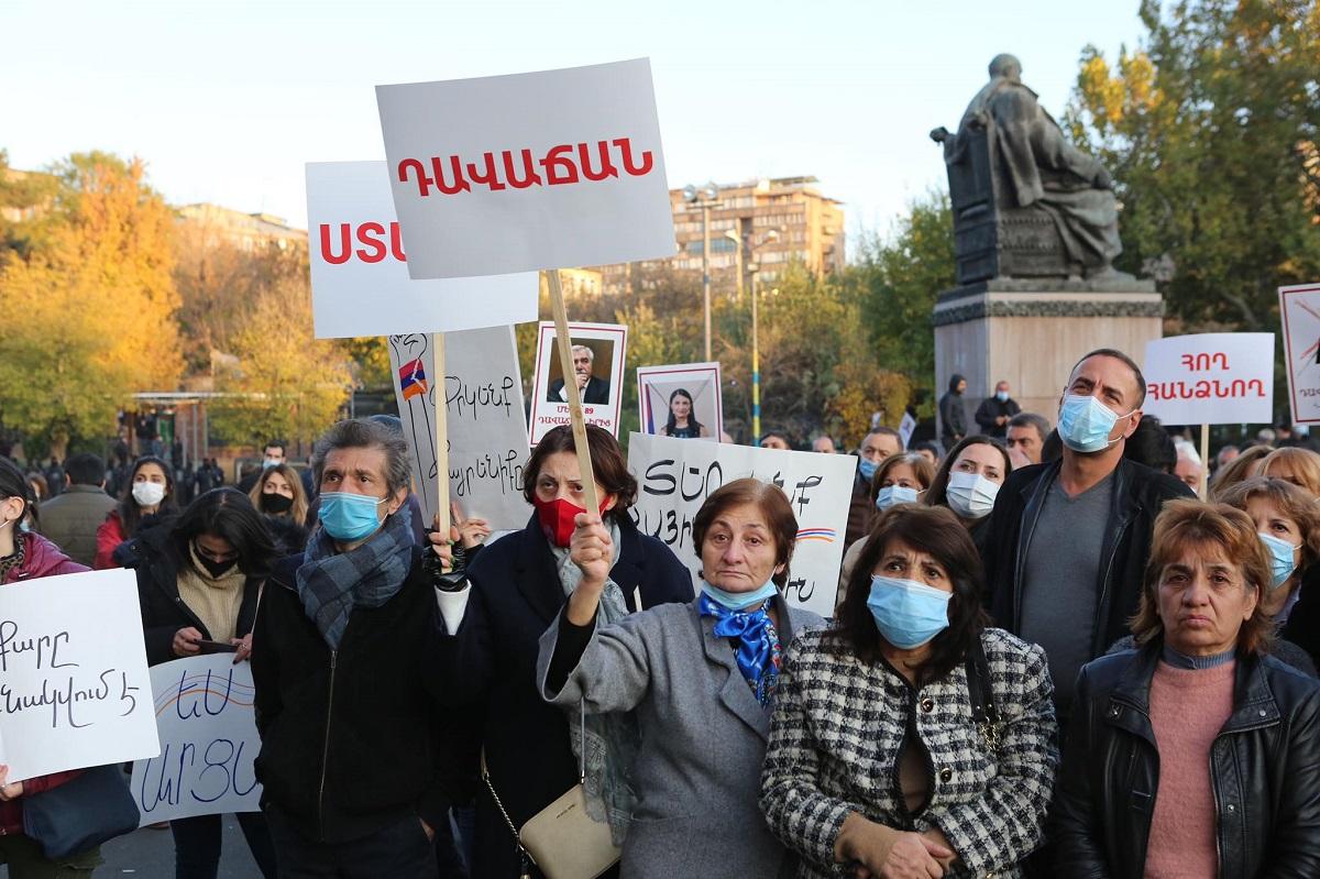 митинг в Ереване, лозунги, задержания, фоторепортаж, оппозиция, протест, трехстороннее заявление, Армения, Азербайджан, Россия, смена власти, денонсация, документ по Карабаху,