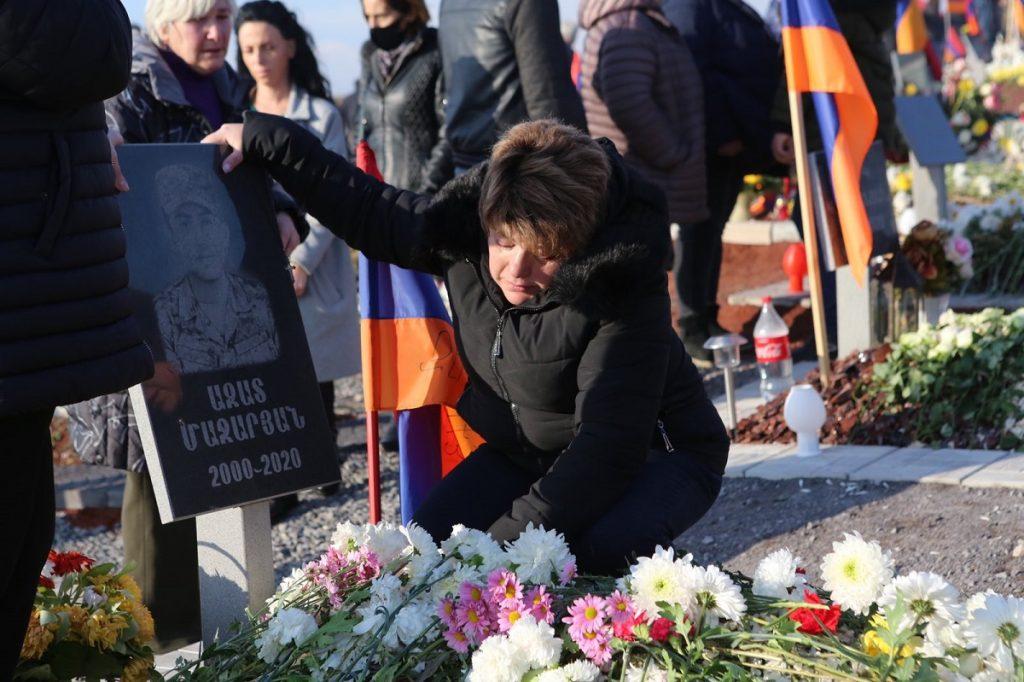 безопасность границ, Армения, Сюник, траурное шествие, протест, первый день траура в память погибших в карабахской войне, обращение премьер-министра, Никол Пашинян, отставка,