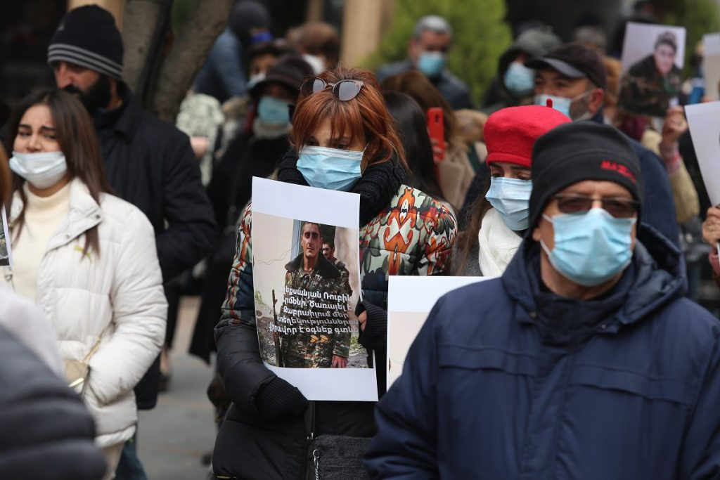 поствоенный синдром, Армения, Нагорный Карабах, Арцах, капитуляция, итоги войны в Карабахе, сторонники власти, оппозиция,