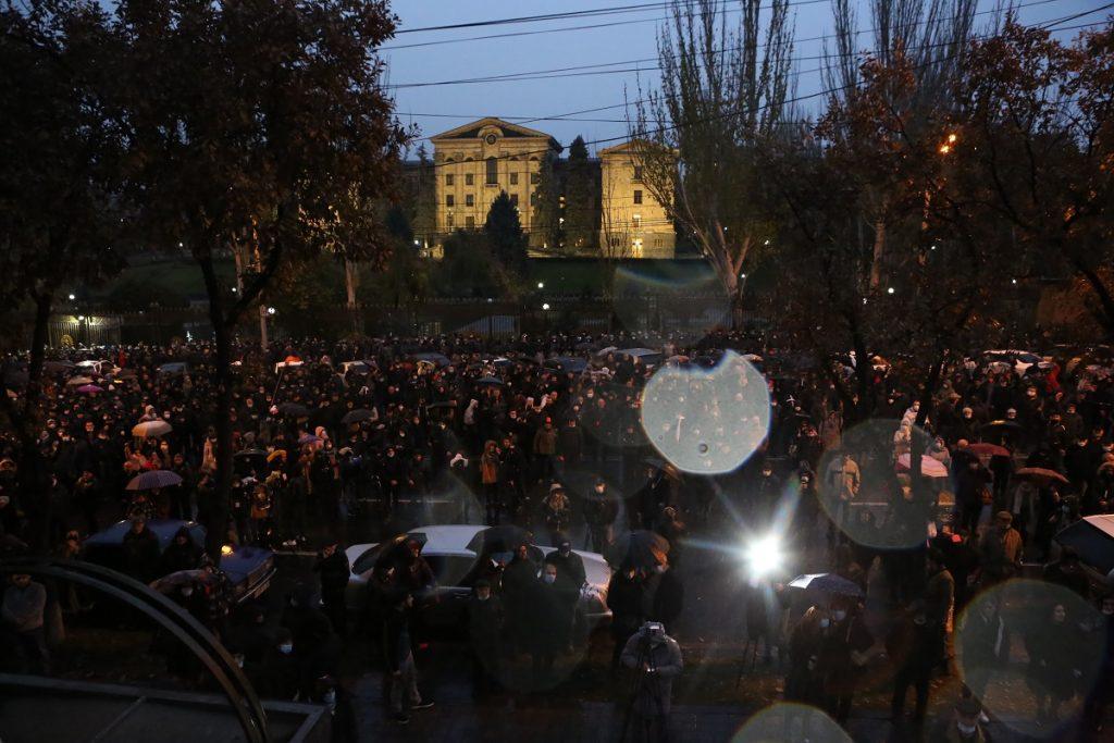политический кризис в Армении, новости Армения, выход из кризиса, политолог Александр Искандарян, мнение, компетентное правление, Никол Пашинян, премьер-министр, оппозиция, 17 партий,