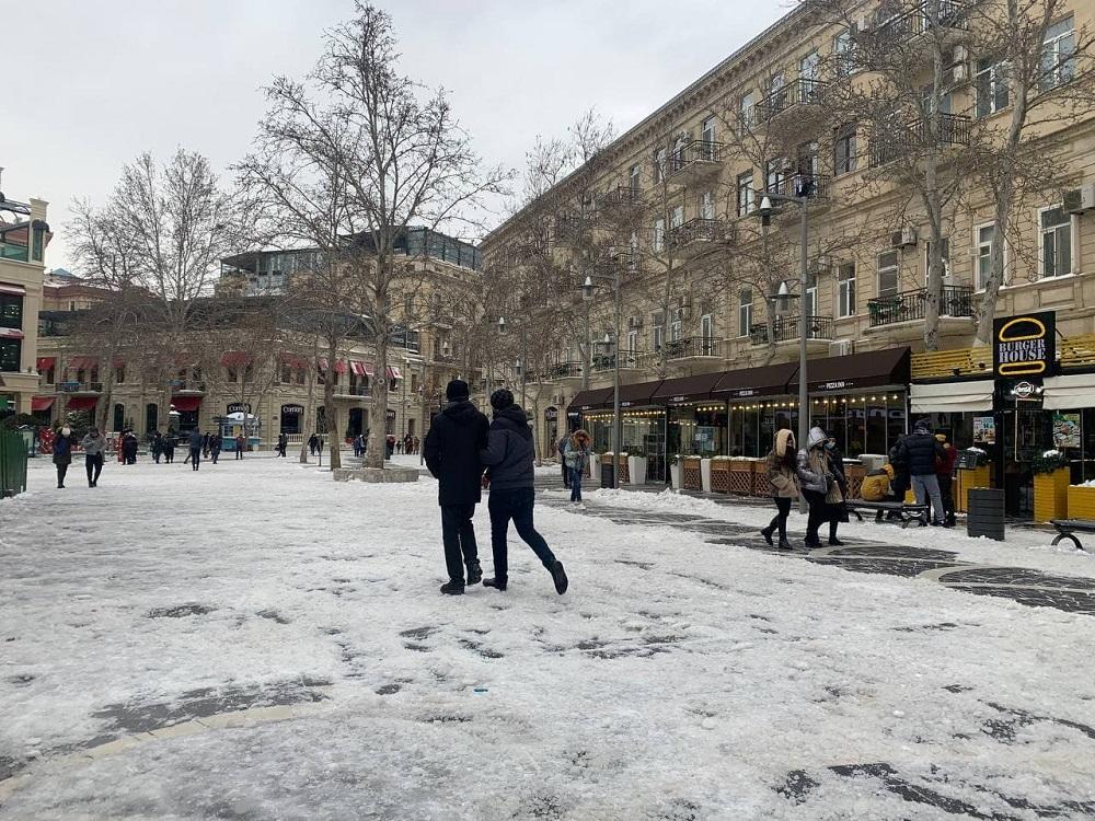 Снег в Баку: почему это плохо для жителей города?