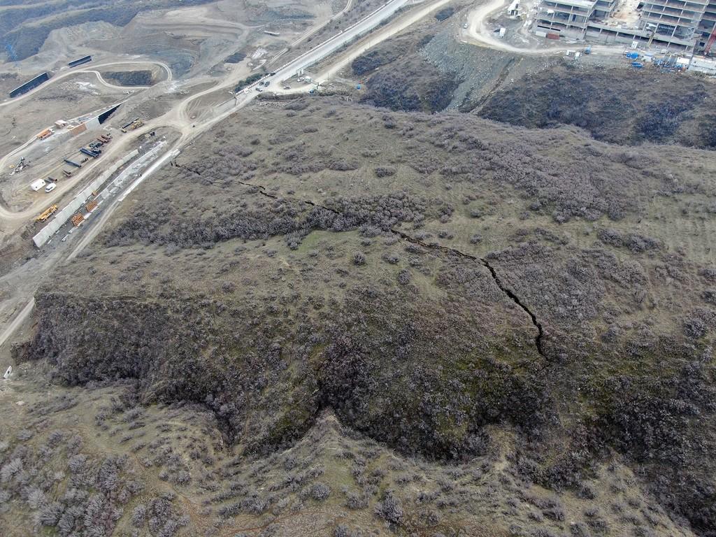 Фото со склона Вашлиджвари-Нуцубидзе, где находится зона лавинной опасности.