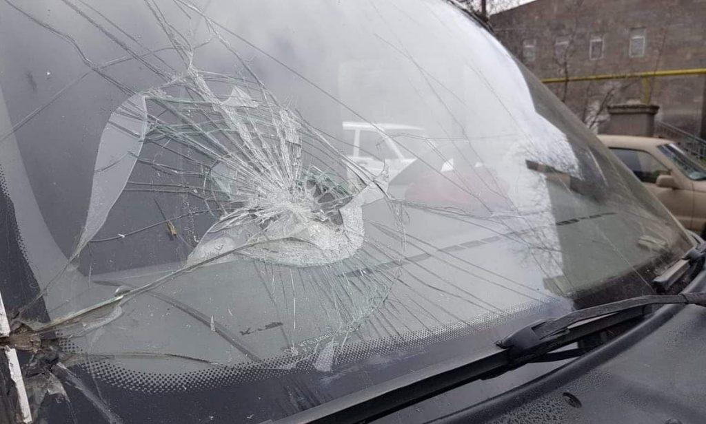 ադրբեջանցիները քարեր են նետել հայկական մեքենաների վրա
