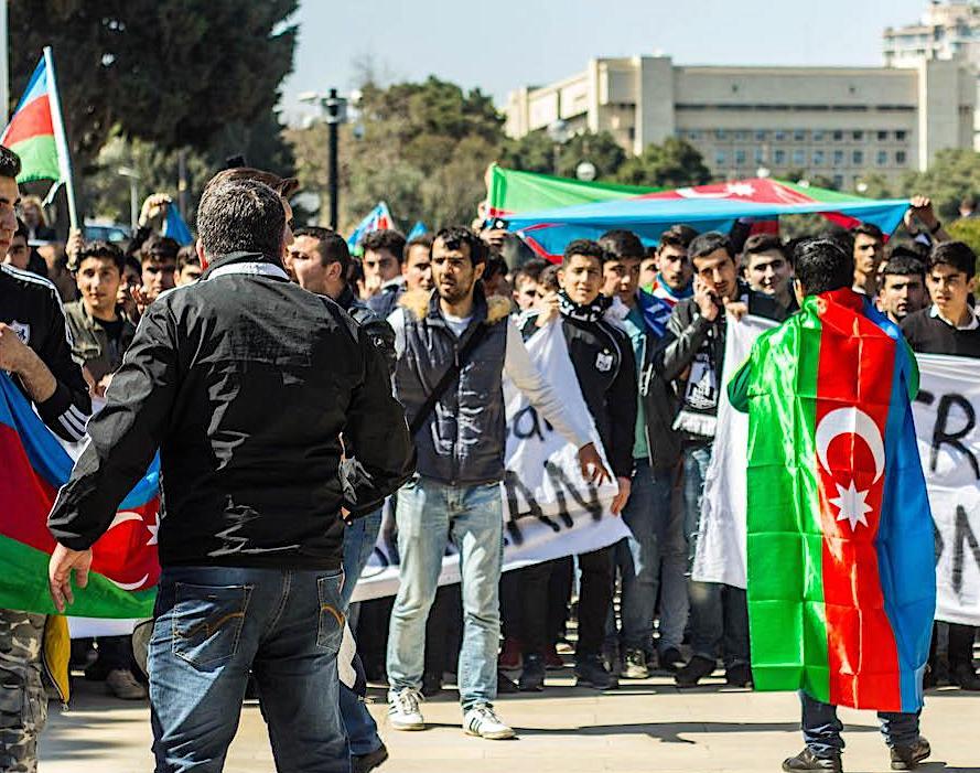 """Марш в Баку 6 апреля 2016 года в поддержку азербайджанской армии. Пять лет """"апрельской"""" войне в Карабахе"""