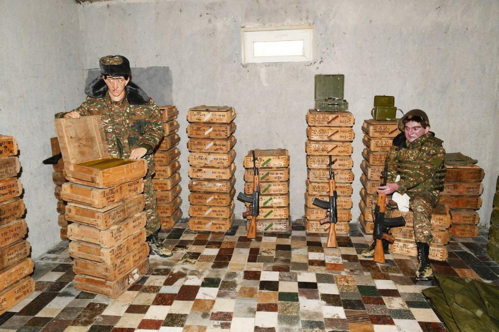 """Муляжи армянских военных в """"Парке военных трофеев"""" в Баку"""