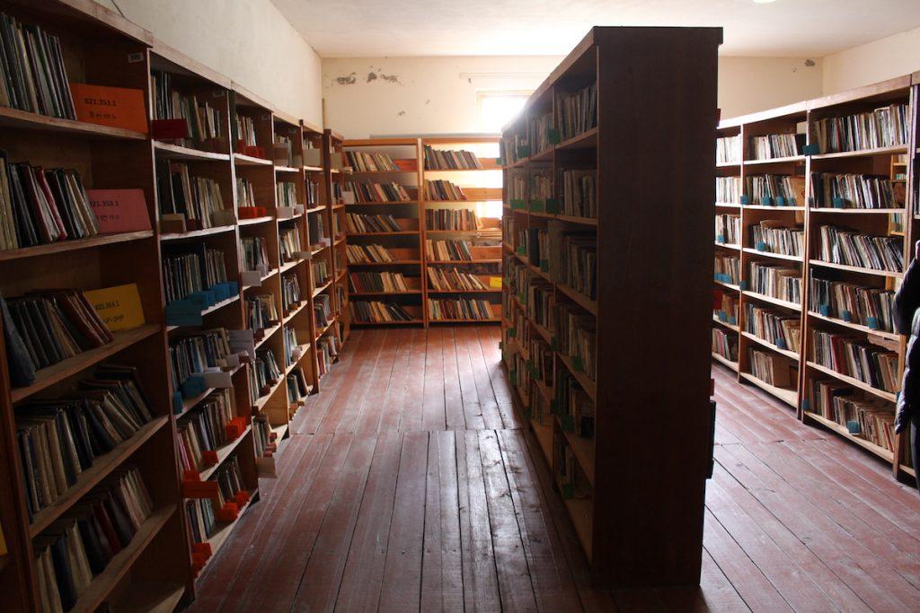 ქალაქ ზუგდიდის ცენტრალური ბიბლიოთეკა. ბიბლიოთეკას 26 ფილიალი აქვს მიმდებარე სოფლებში