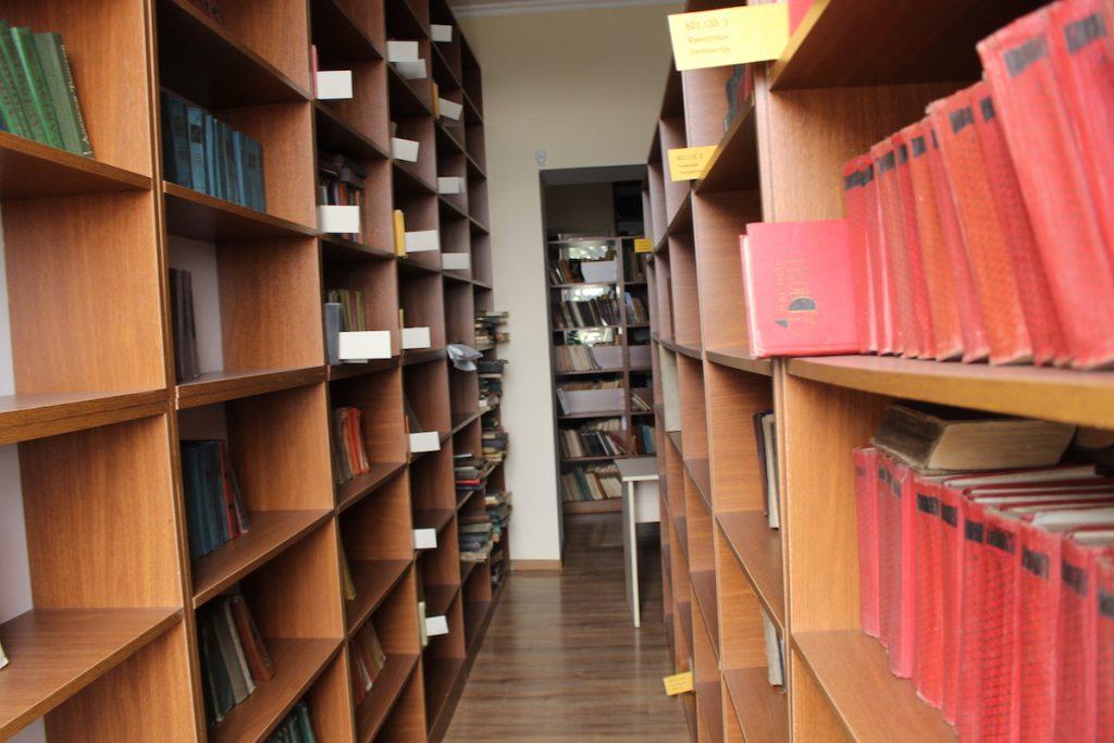ზუგდიდის ბიბლიოთეკა მომხმარებელს  წიგნებს რამდენიმე ენაზე სთავაზობს