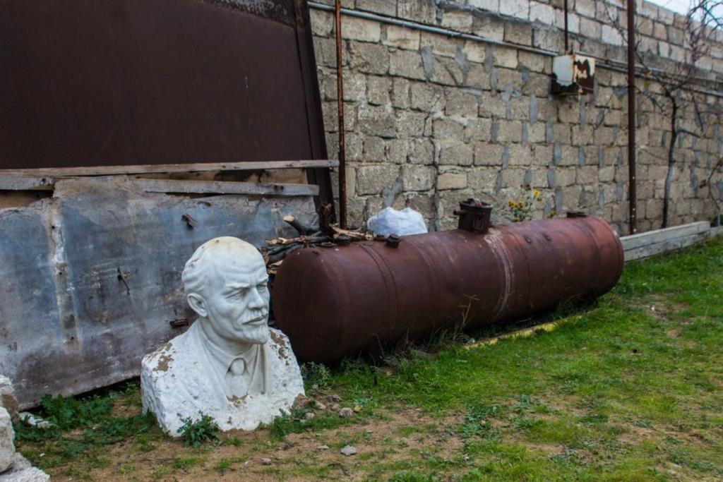 Lenin in Azerbaijan. The Soviet symbols still present in the Caucasus