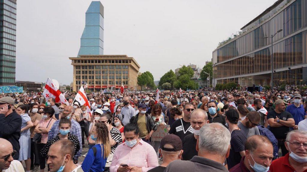 Акция протеста на площади Республики в Тбилиси против строительства Намахванской ГЭС в регионе Имерети. Фото: JAMnews/Давид Пипиа.