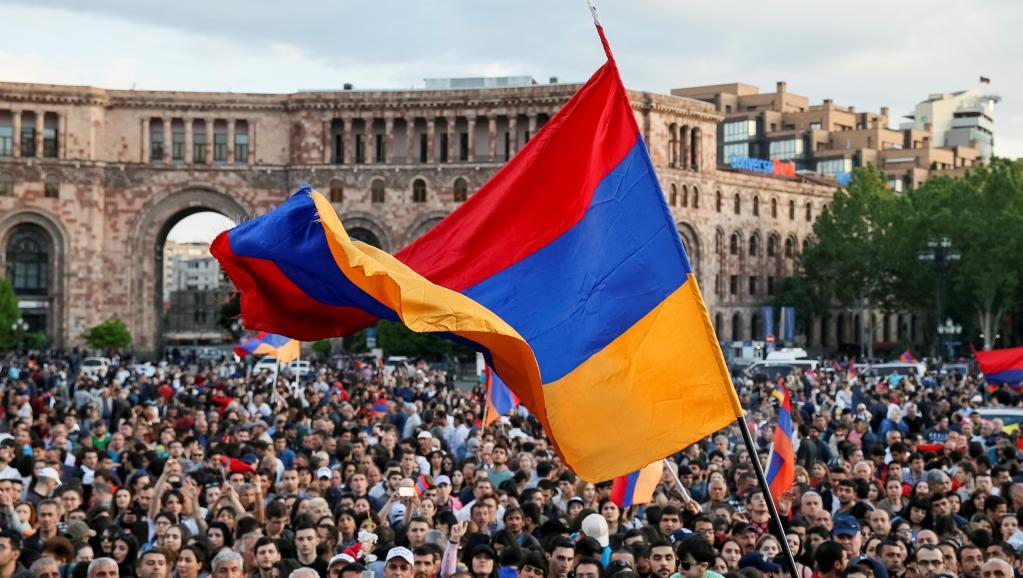 Armenian parliament dissolves itself