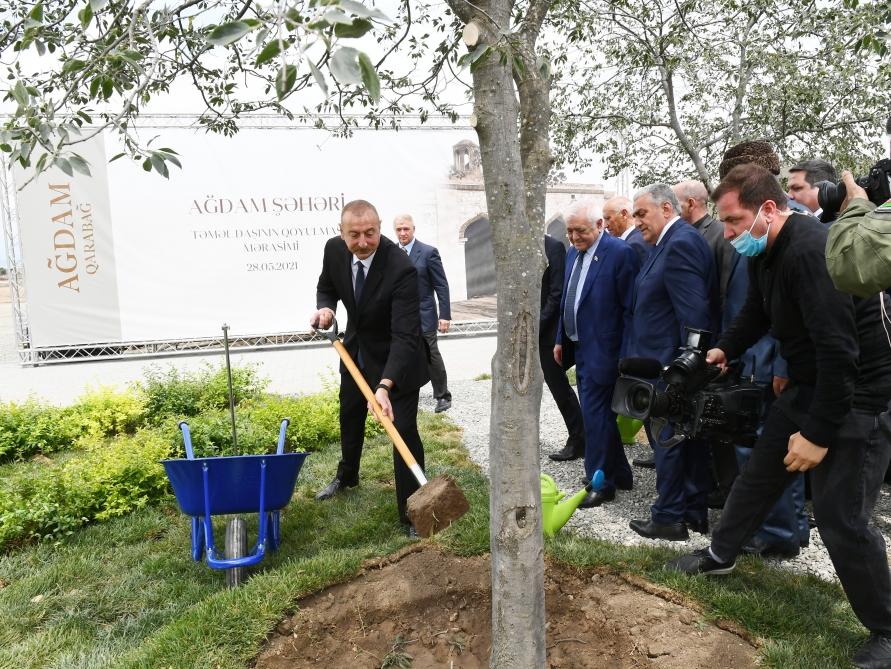 Ильхам Алиев в Карабахе