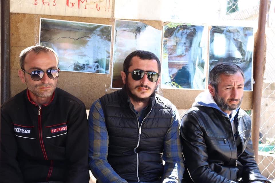 Վրաստանի Չիատուրայի շրջանի Շուքրութա գյուղում բողոքի ցույցի մասնակիցները։ Լուսանկարը՝ Պետական կառավարման մշտադիտարկման կենտրոնի